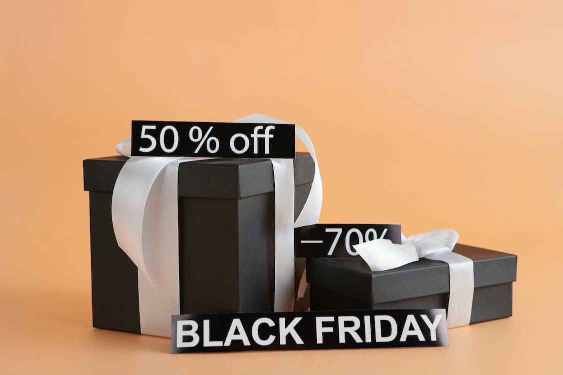 Schwarze Geschenkboxen Mit Rabattschildern