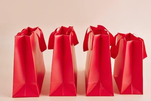 Rote Papiertüten