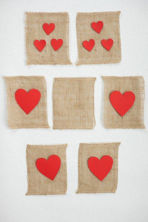 Décors En Forme De Coeur Rouge Et En Forme De Coeur