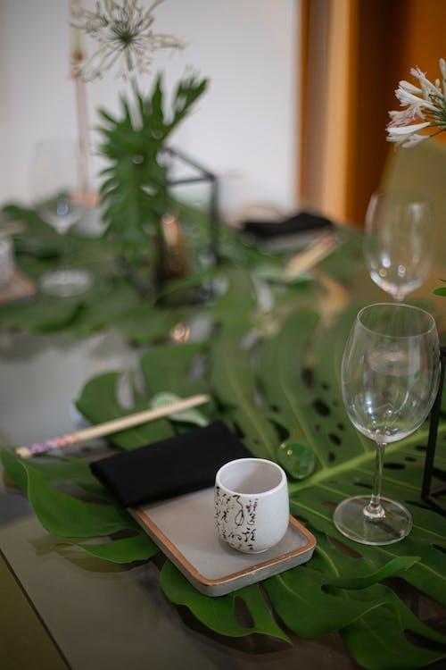 Gratis arkivbilde med bestikk, blomst, bord
