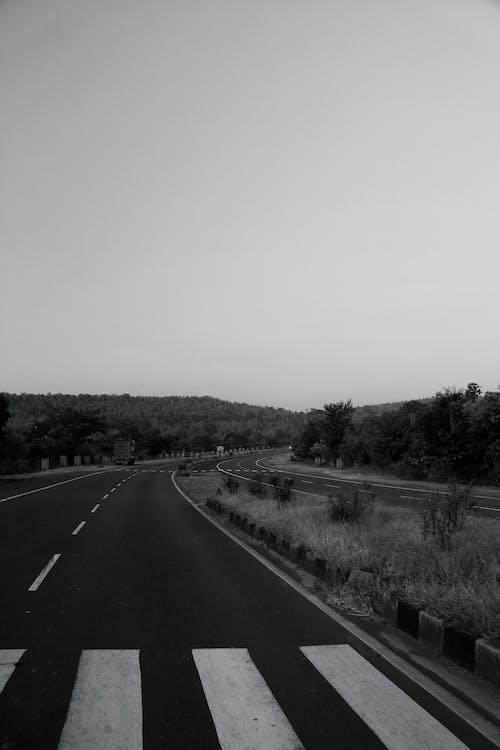 Fotobanka sbezplatnými fotkami na tému asfalt, cesta, cestovať