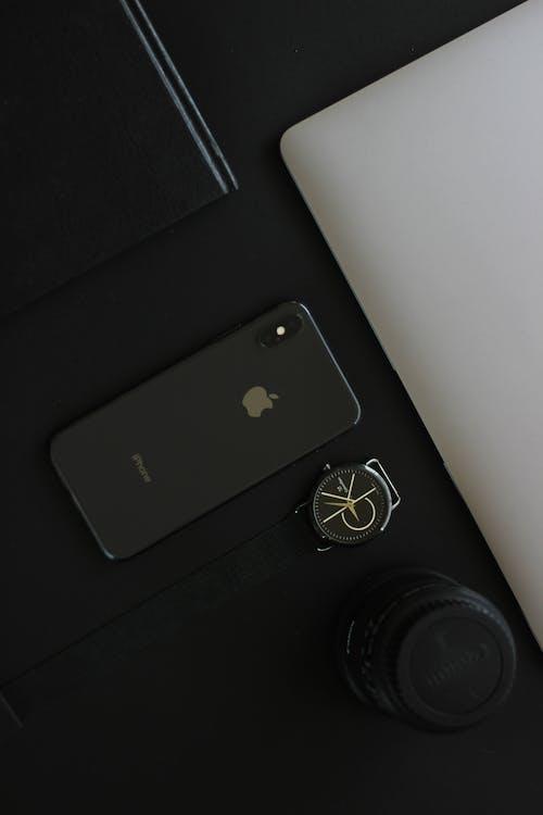 Gratis stockfoto met apple, apple laptop, bedrijf