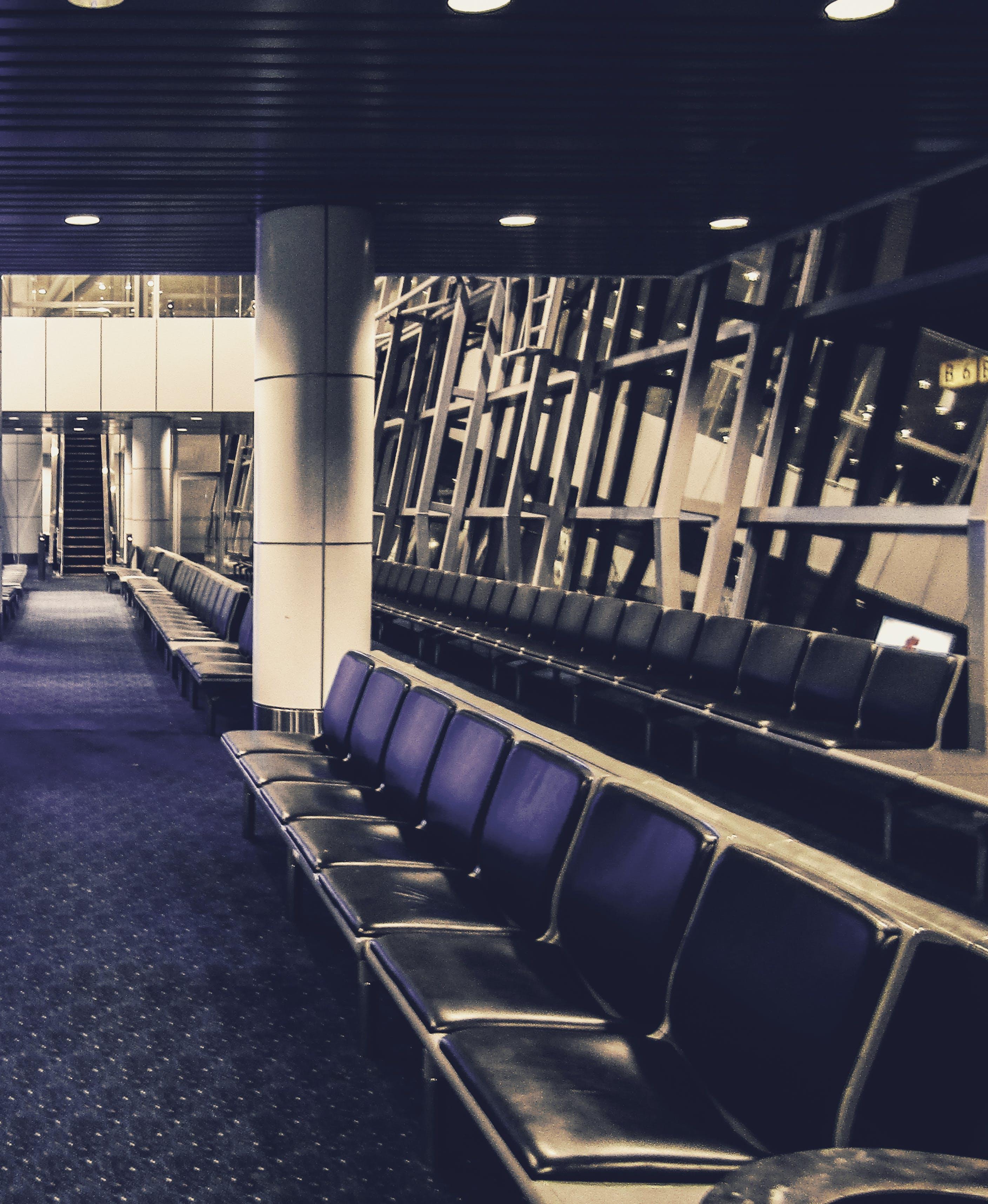 Δωρεάν στοκ φωτογραφιών με αεροδρόμιο, παγκάκια, χώρος αναμονής