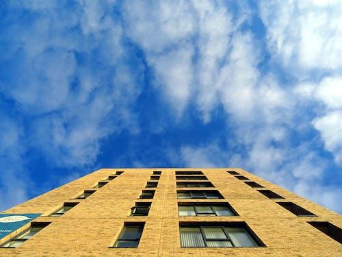 Darmowe zdjęcie z galerii z architektura, chmury, drapacz chmur, drapacze chmur