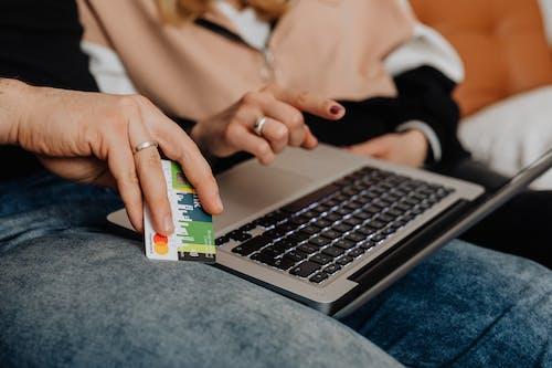 Foto profissional grátis de anel, argola, cartão de crédito