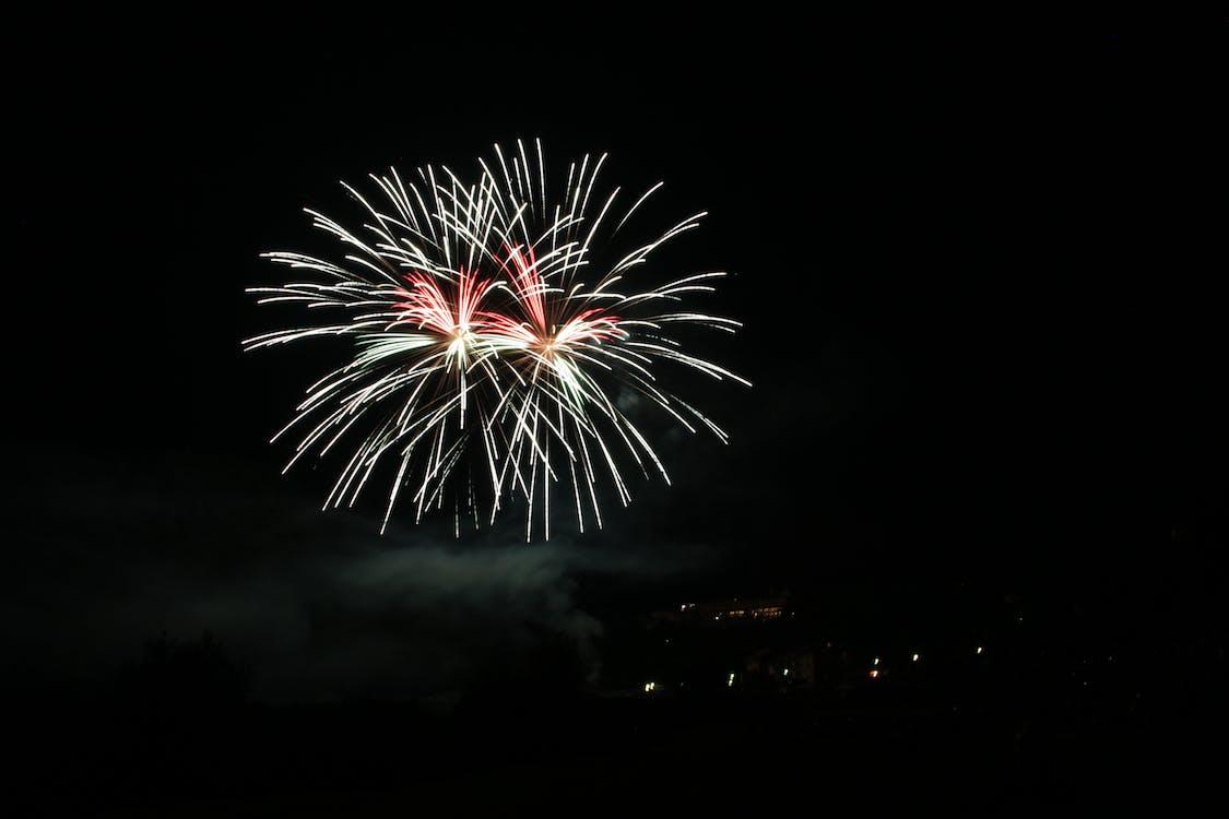 Ajunul Anului Nou, Anul Nou, artificii