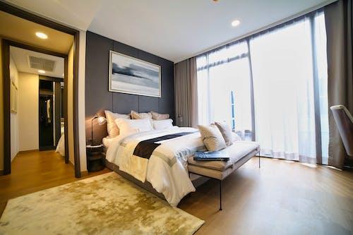 Безкоштовне стокове фото на тему «абажур, всередині, готельний номер»
