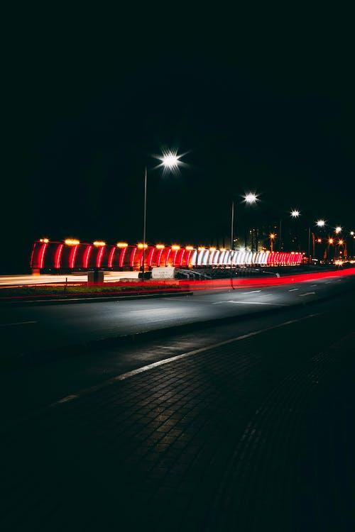 Kostenloses Stock Foto zu abend, auf der strasse, beleuchtet