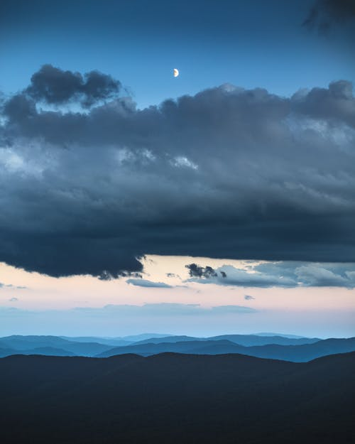 Безкоштовне стокове фото на тему «вертикальний, гори, горизонт»