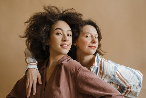 Безкоштовне стокове фото на тему «афро волосся, вираз обличчя, вродлива»