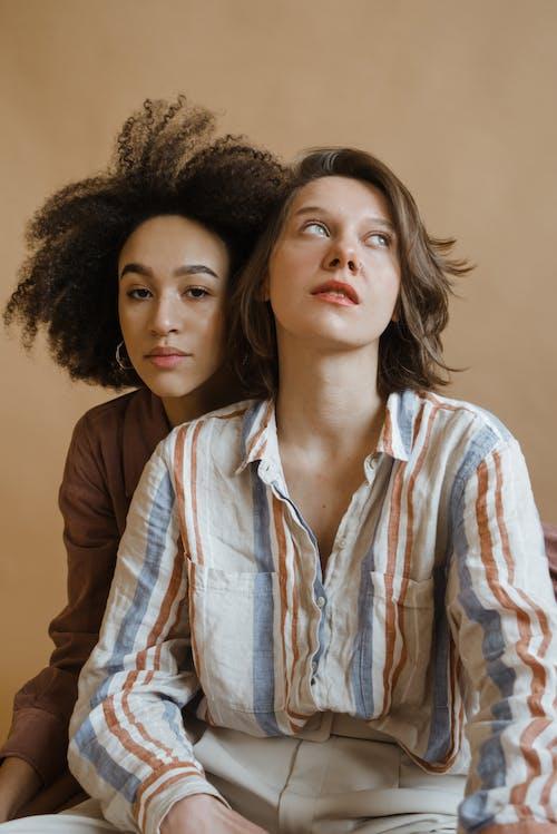 Безкоштовне стокове фото на тему «афро волосся, вертикальний, вираз обличчя»