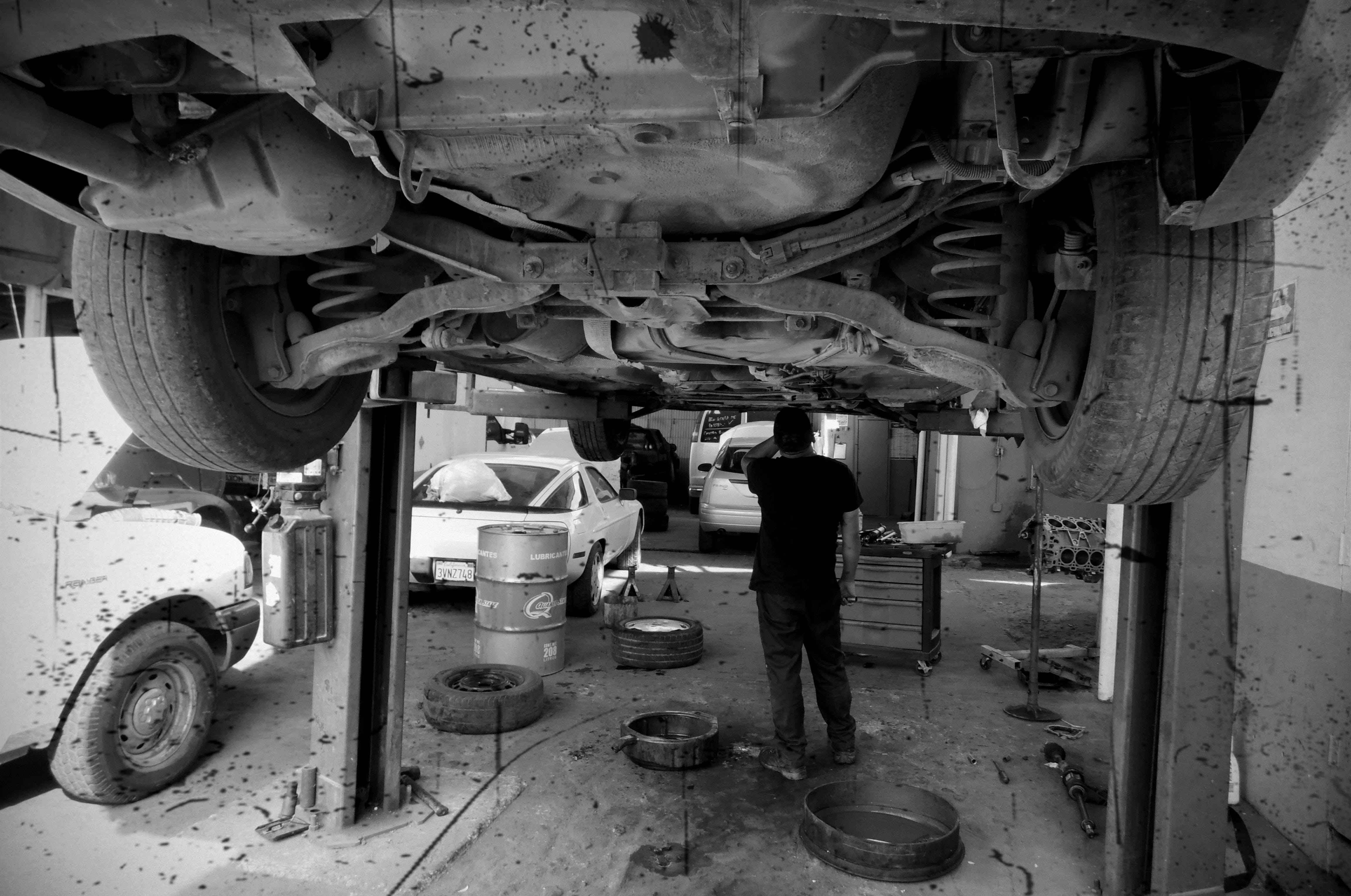 Free stock photo of auto, Mecanico, Talller