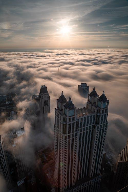 Бесплатное стоковое фото с архитектура, буря, вечер, горизонт