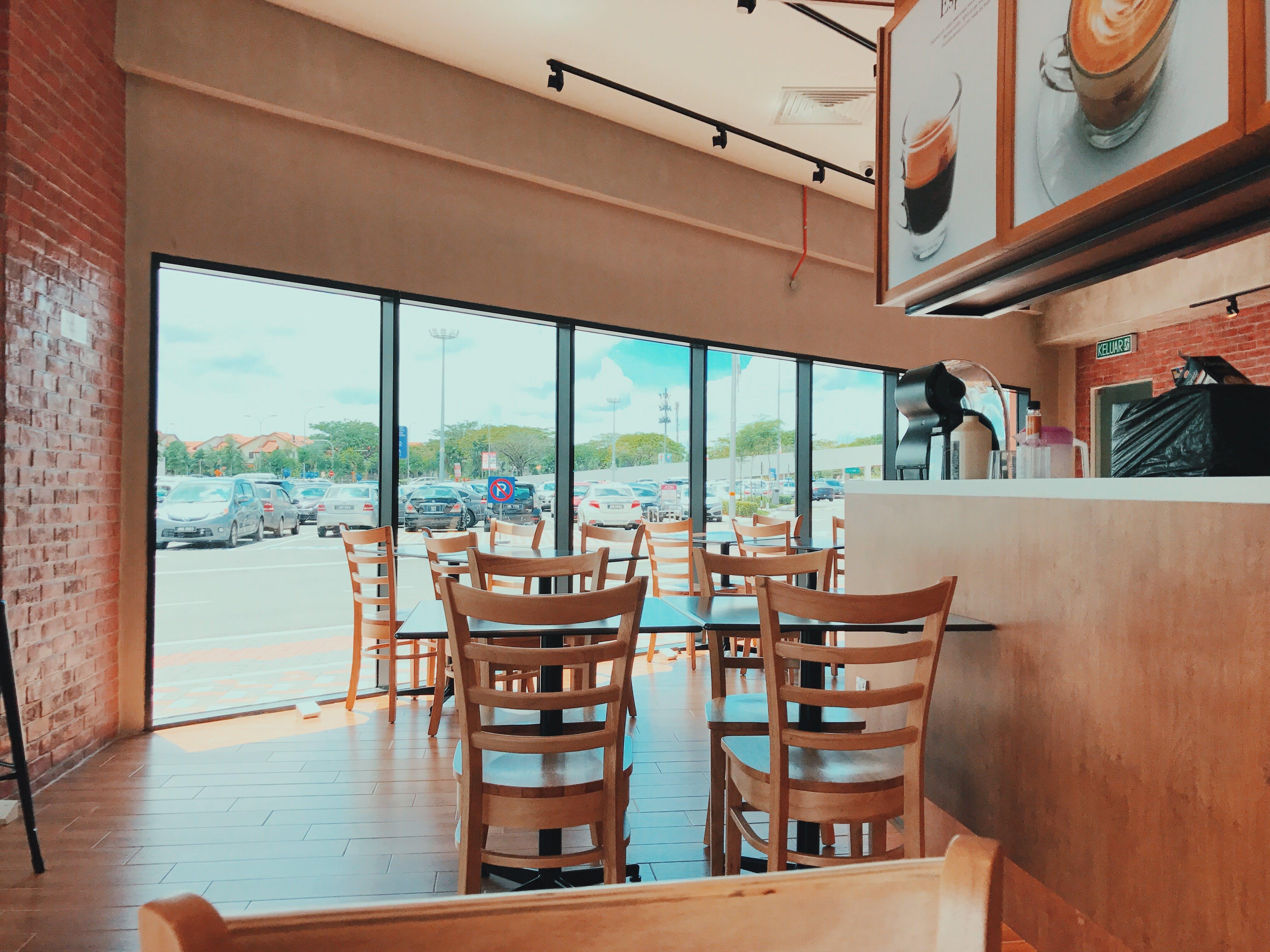 Безкоштовне стокове фото на тему «порожній, Ресторан, скляна стіна, старомодний»