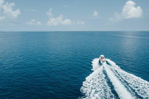 Kostenloses Stock Foto zu abenteuer, boot, draußen, landschaft