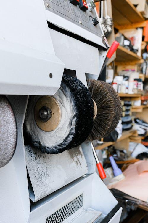 ayakkabı parlatma makinesi, çalışma alanı, diş fırçalamak içeren Ücretsiz stok fotoğraf