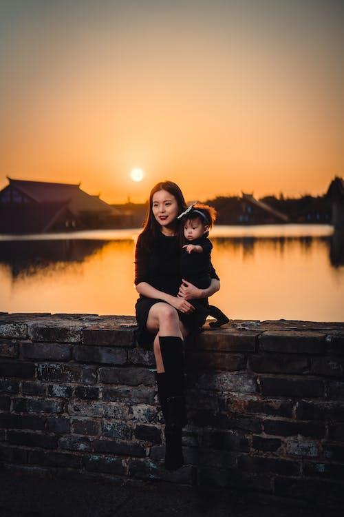 Kostenloses Stock Foto zu asiatische frau, bezaubernd, beziehung, draußen