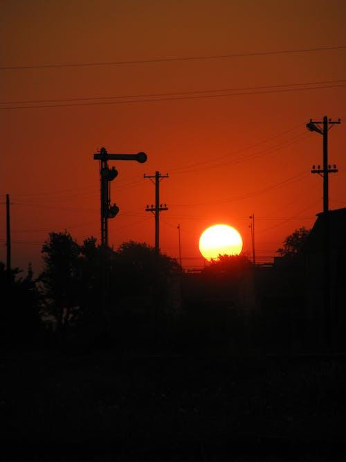Photos gratuites de coucher de soleil, fils, gare, soleil