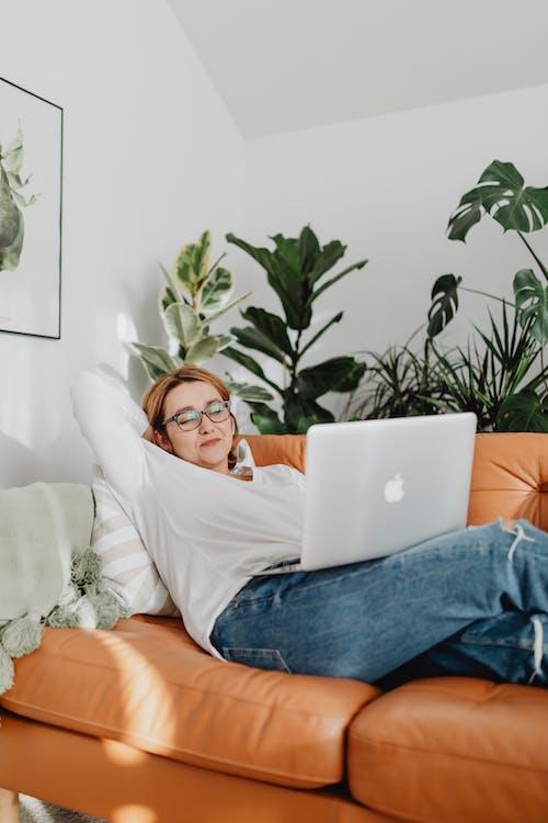 Foto profissional grátis de aconchego, amor, assento