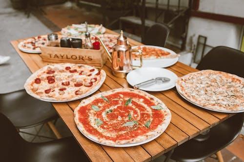 Бесплатное стоковое фото с аппетитный, вкусный, день пиццы