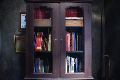 bağbozumu, dolap, kitap rafı, kitaplık içeren Ücretsiz stok fotoğraf