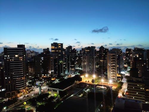 Бесплатное стоковое фото с архитектура, бизнес, большой город, вечер