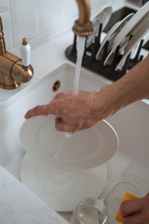 Nettoyage De La Plaque En Céramique Blanche
