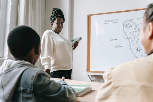 Mujer Negra, Con, Estudiantes, En, Lección