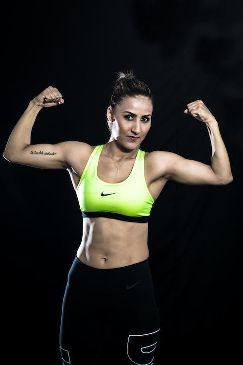Безкоштовне стокове фото на тему «Nike, активний знос, вертикальний»