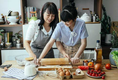 apron, arkadaş, aşçı, Aşk içeren Ücretsiz stok fotoğraf