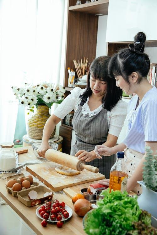 Gratis stockfoto met artikel, Aziatisch, Aziatische vrouwen, bakken