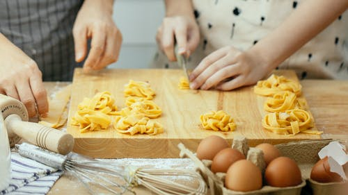 คลังภาพถ่ายฟรี ของ faceless, กระบวนการ, การทำอาหาร