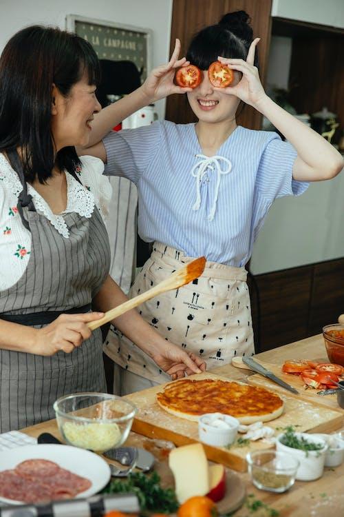 Gratis stockfoto met artikel, Aziatische vrouwen, bakken, bereiden