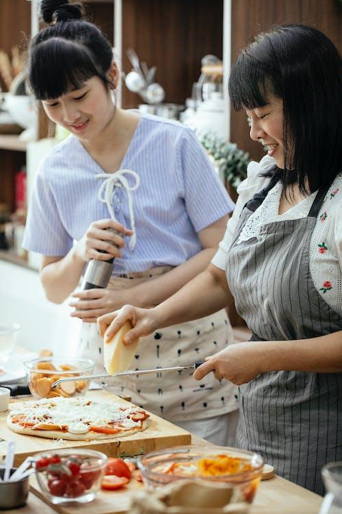 Gratis lagerfoto af asiatiske kvinder, bestyrelse, bræt, champignon