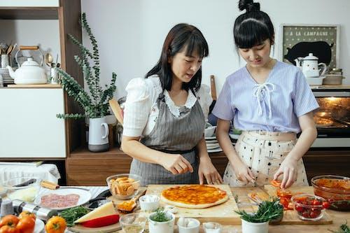 Gratis lagerfoto af asiatiske kvinder, bonding, cuisine, dame