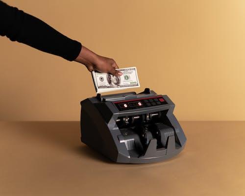 Бесплатное стоковое фото с банкноты, бежевый фон, валюта
