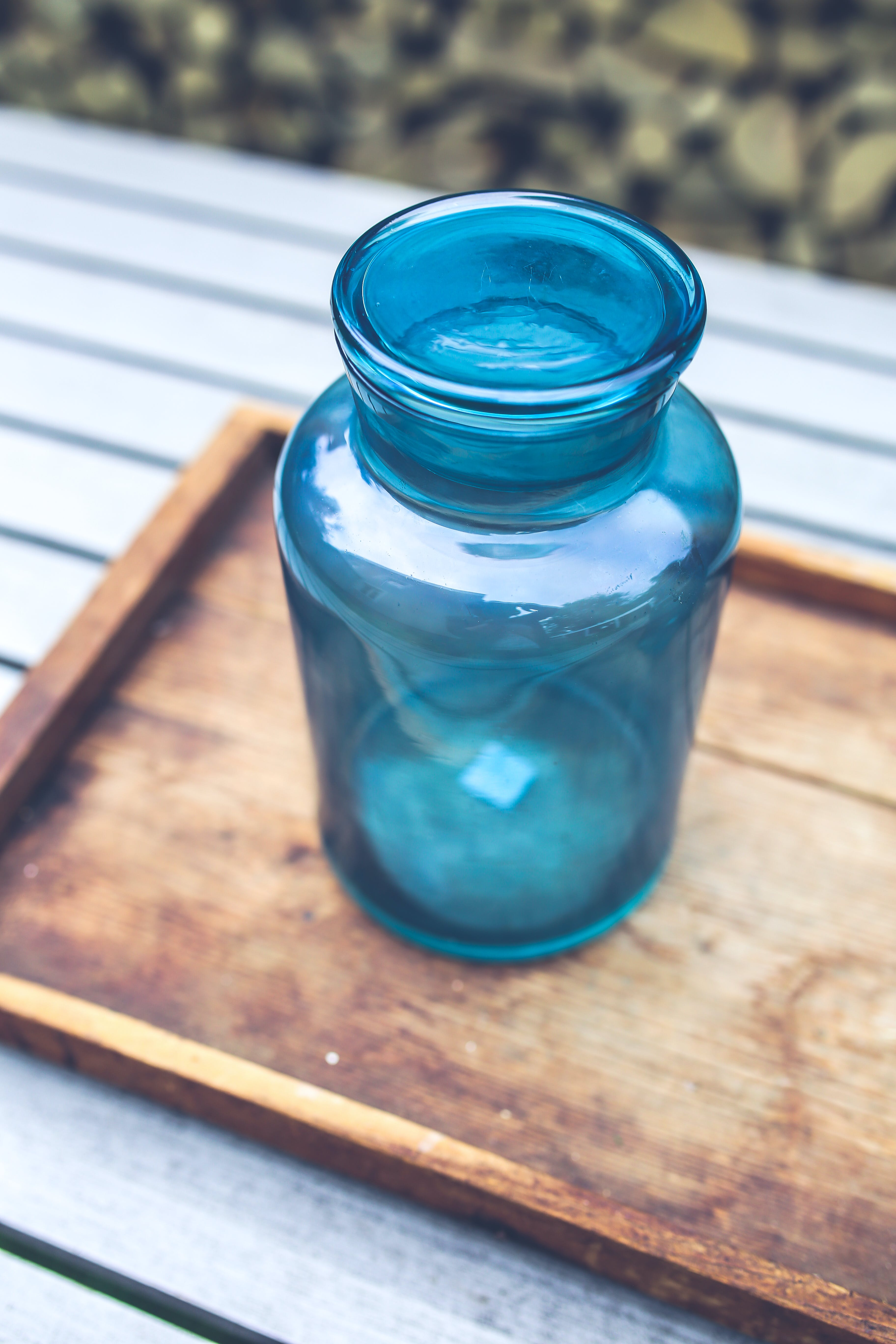 Blue jar on the tray