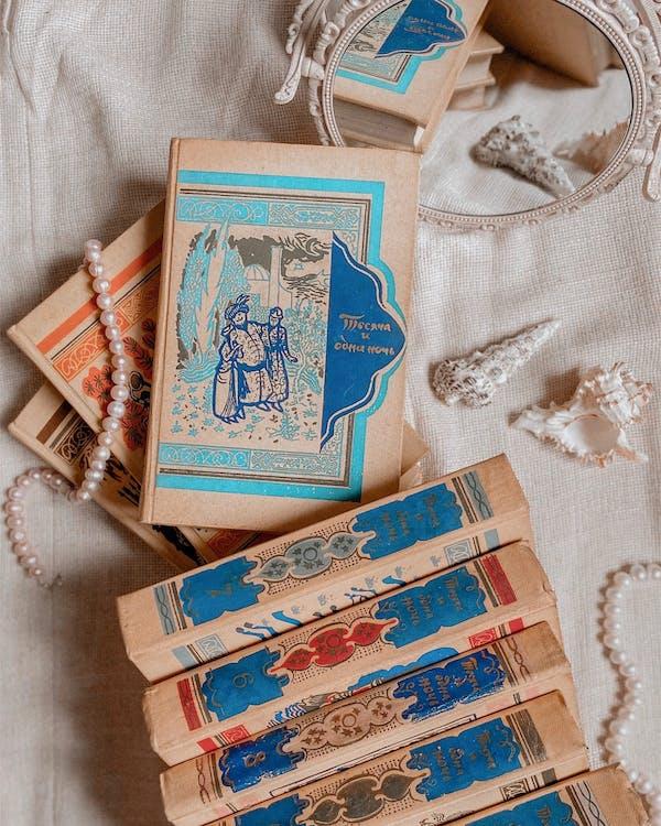 Gratis arkivbilde med arrangement, bok, dekorativ