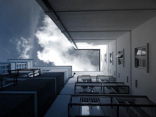 Fotos de stock gratuitas de adentro, apartamento, arquitectura, barandillas