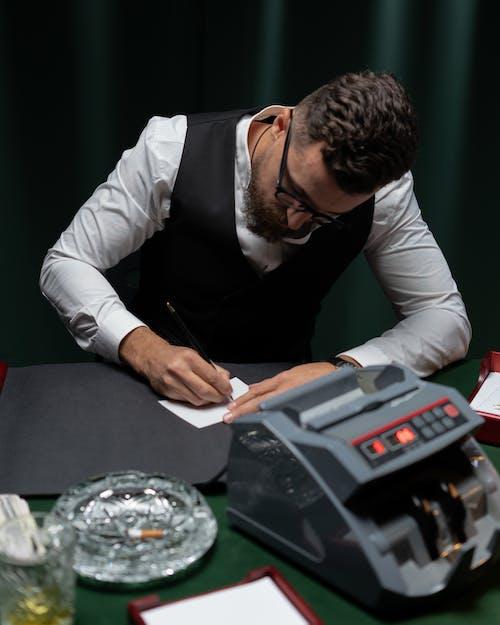Fotobanka sbezplatnými fotkami na tému hazardný hráč, muž, obsadený