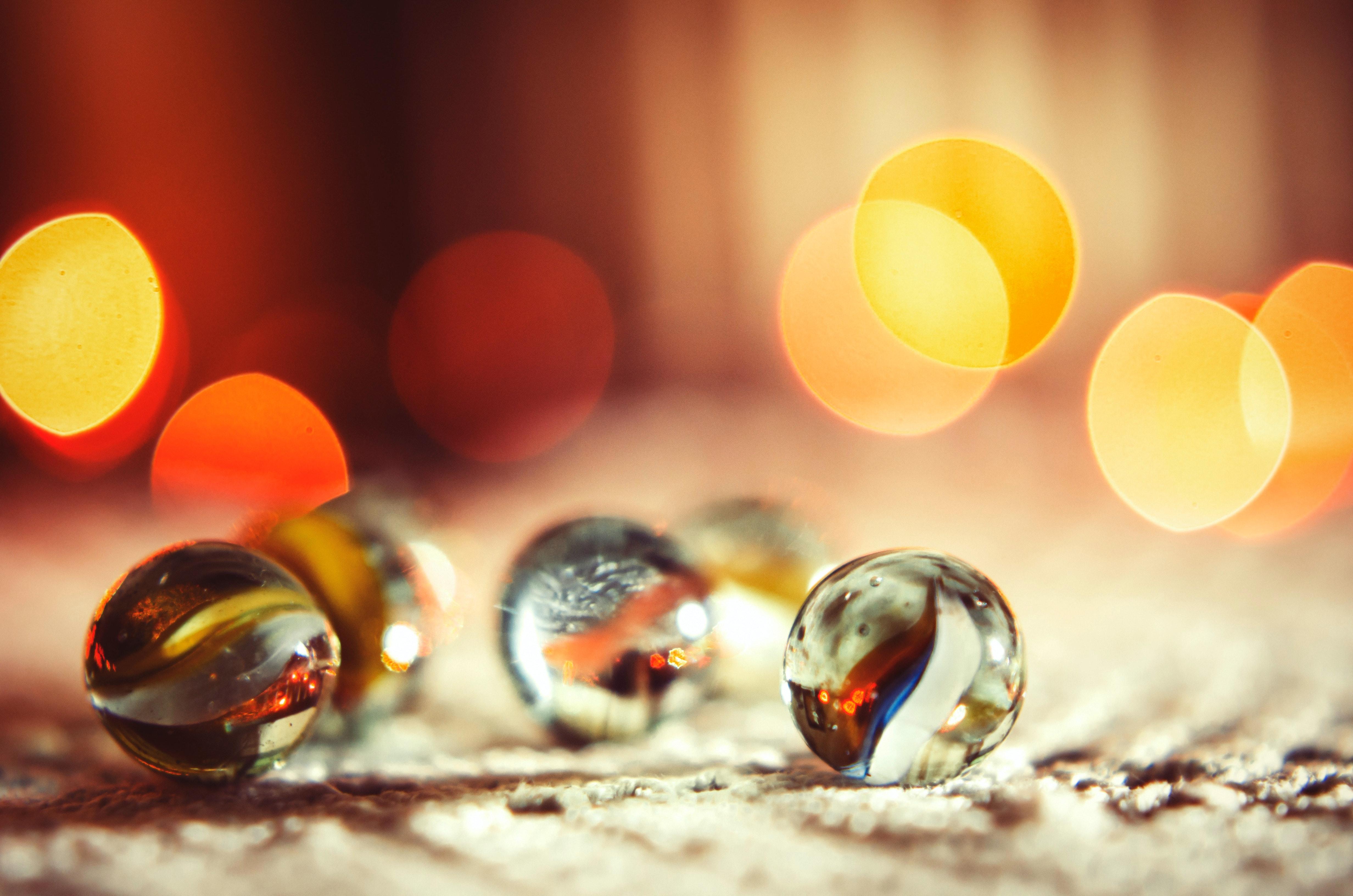 ガラスアイテム ビー玉 ぼかしの無料の写真素材