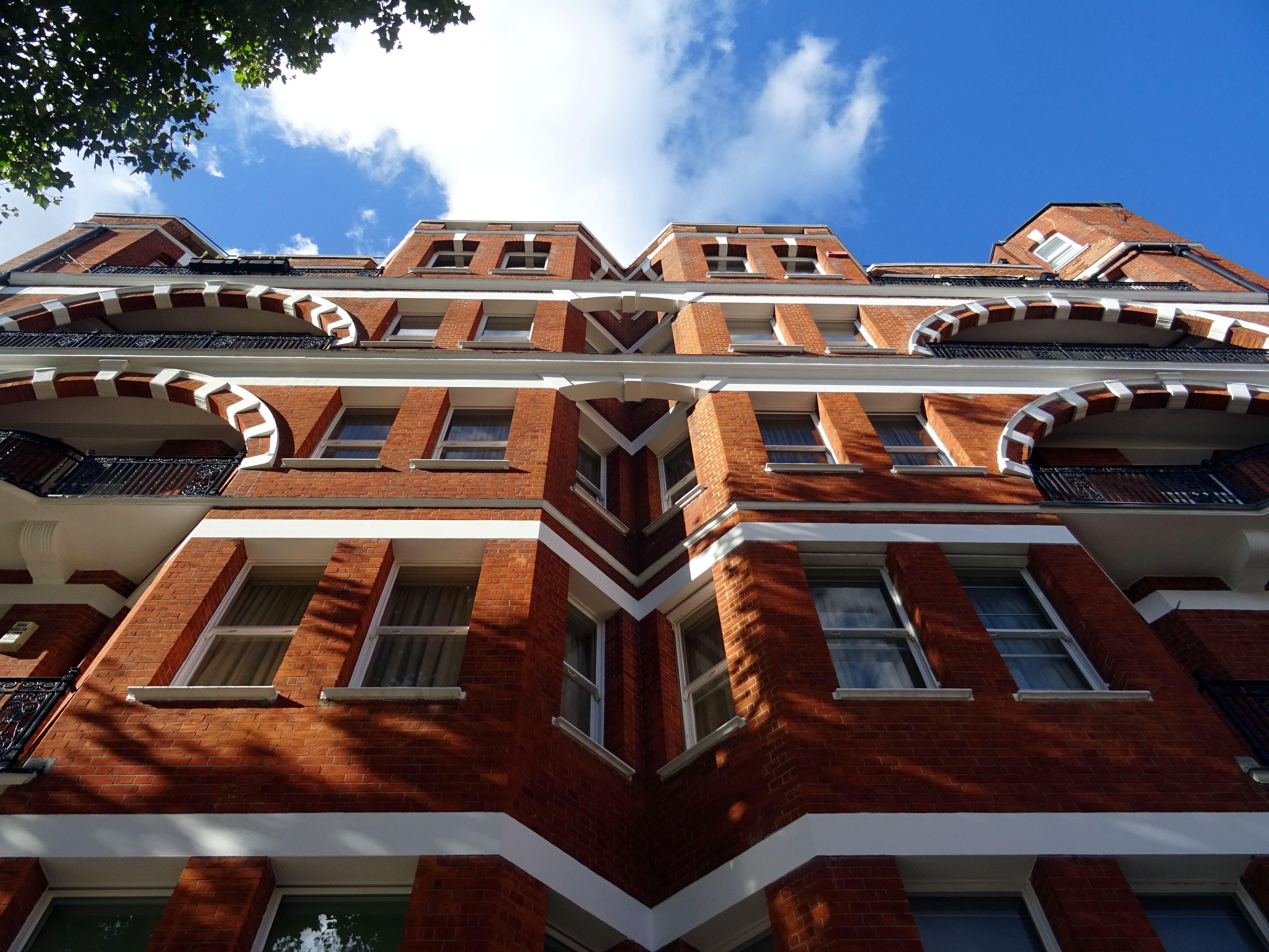 Základová fotografie zdarma na téma apartmán, architektura, balkon, budova