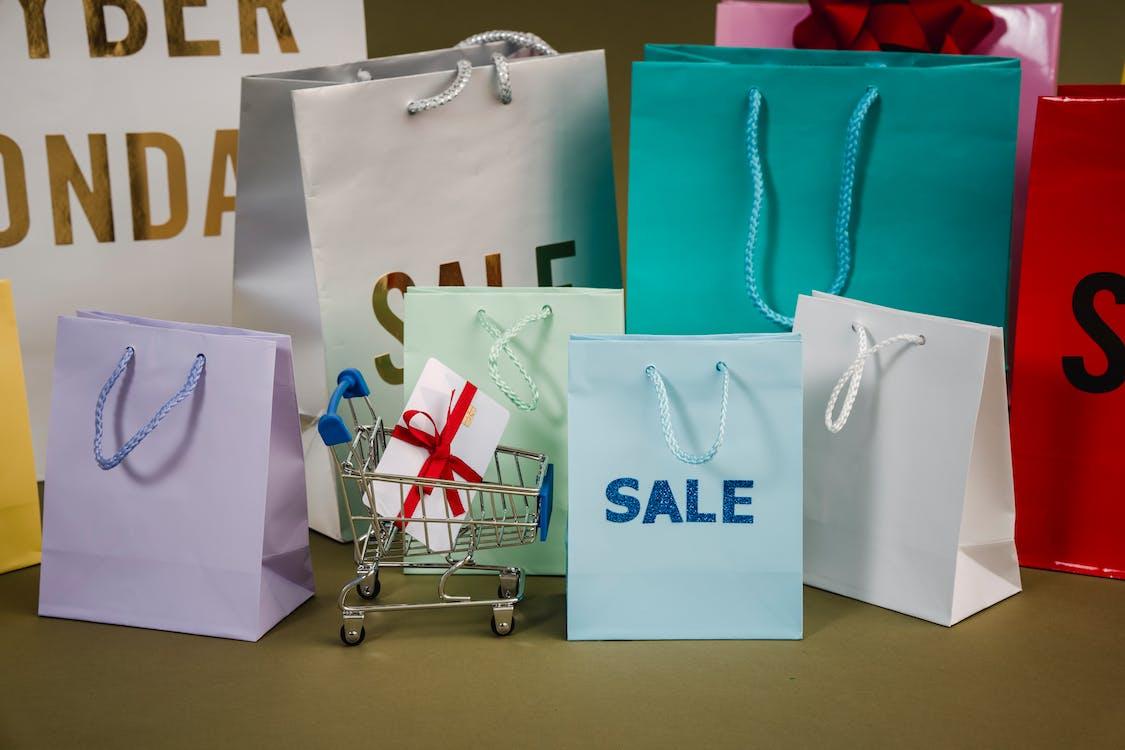 爱与销售文本的纸袋