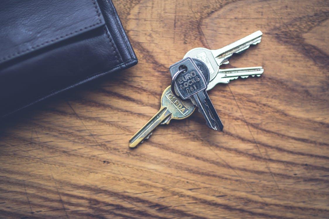 Základová fotografie zdarma na téma klíče, pánská peněženka