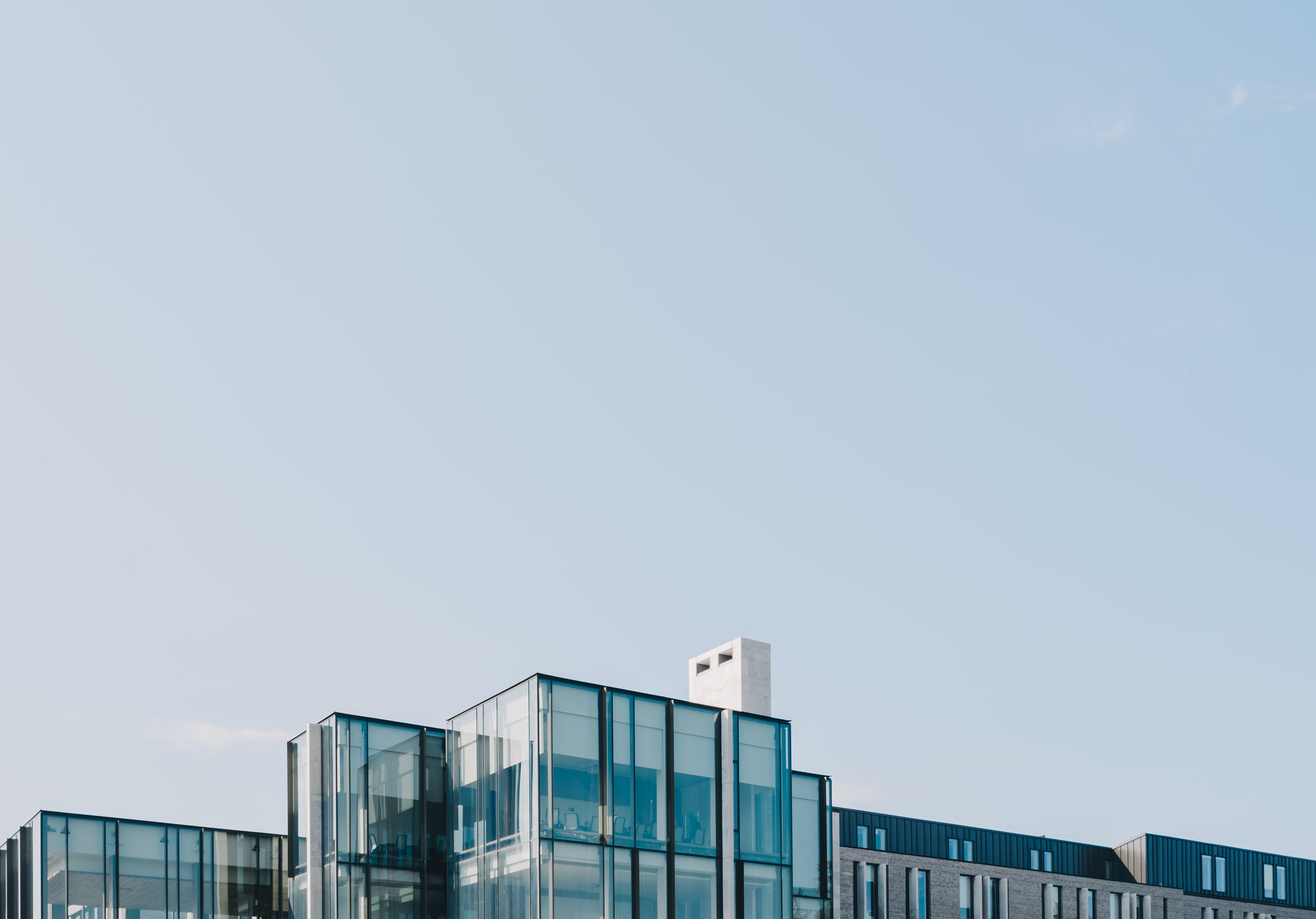 Kostenloses Stock Foto zu architektur, architekturdesign, blau, blauer himmel