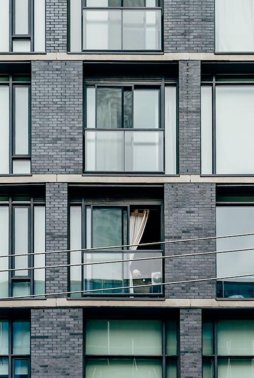 Photos gratuites de appartement, architecture, bâtiment, câbles