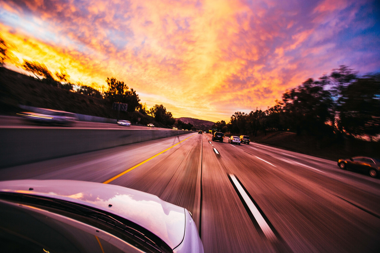 Kostnadsfri bild av asfalt, bil-, bilar, fart