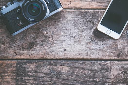 Kostenloses Stock Foto zu holz, kamera, iphone, smartphone