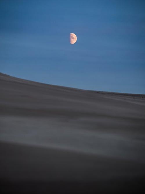 Foto stok gratis bukit pasir, bulan, bulan sabit