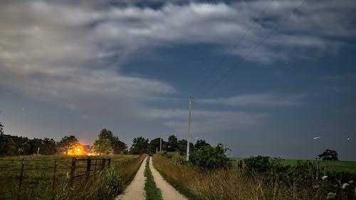 Δωρεάν στοκ φωτογραφιών με γεωργικό τομέα, γραμμές ηλεκτρικού ρεύματος, Πανσέληνος